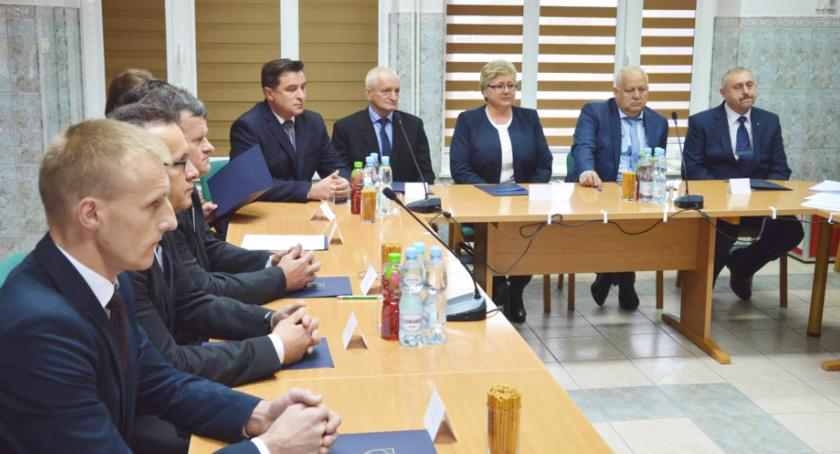 Samorząd, Wójt Szylar zarobi prawie prezydent Rzeszowa - zdjęcie, fotografia