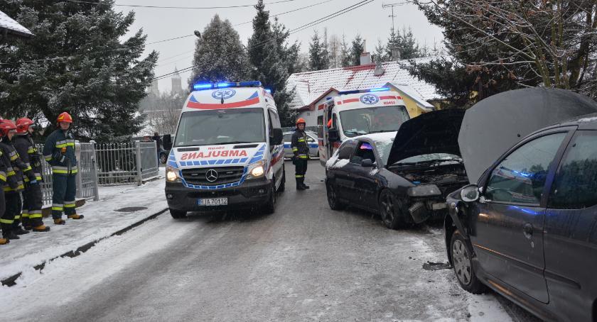 Zdarzenia, kobiety trafiły szpitala zderzeniu dwóch Rybackiej - zdjęcie, fotografia