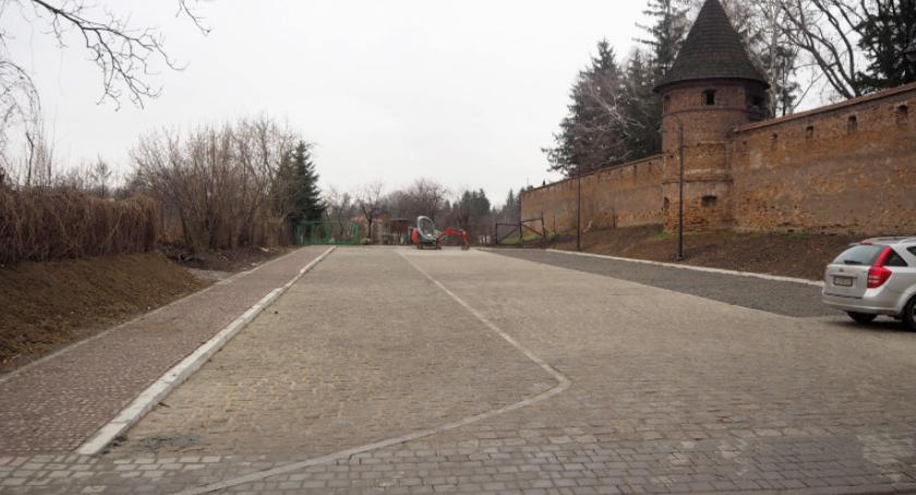 Samorząd, Wyczekiwany parking ulice - zdjęcie, fotografia