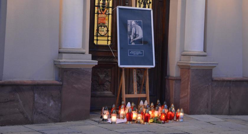 Samorząd, żałoba narodowa Jarosławianie mogą zapalić znicz - zdjęcie, fotografia