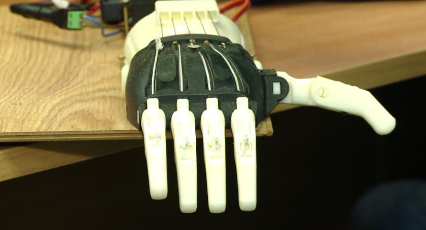 Wydrukowali koleżance protezę ręki