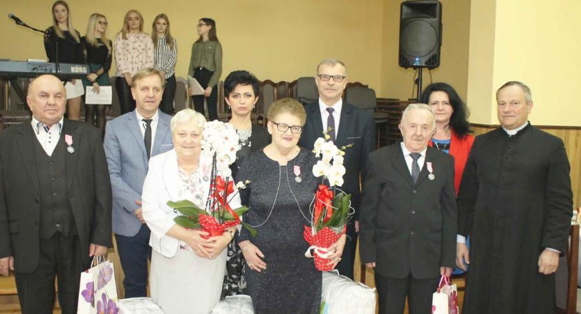 Złote Gody i róże na Dzień Kobiet
