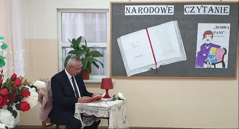Książka, Czytanie Parą Prezydencką Rokietnicy - zdjęcie, fotografia
