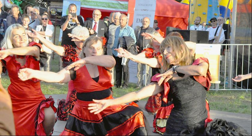 Imprezy, Tańczą śpiewają czyli żyją aktywnie - zdjęcie, fotografia