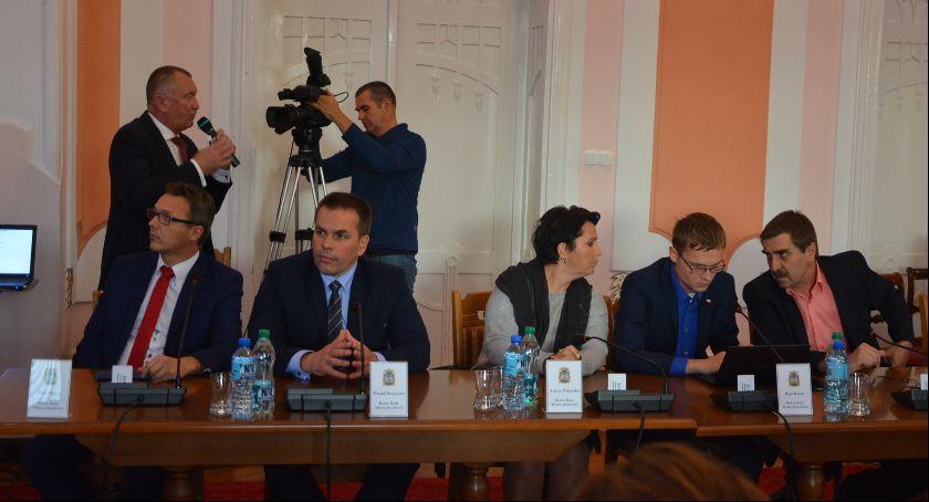 Samorząd, Jarosławskie becikowe upadło drugi - zdjęcie, fotografia
