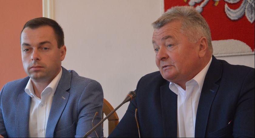 Polityka, Konferencja prasowa wójta Mariana Jerzego Ryznara - zdjęcie, fotografia
