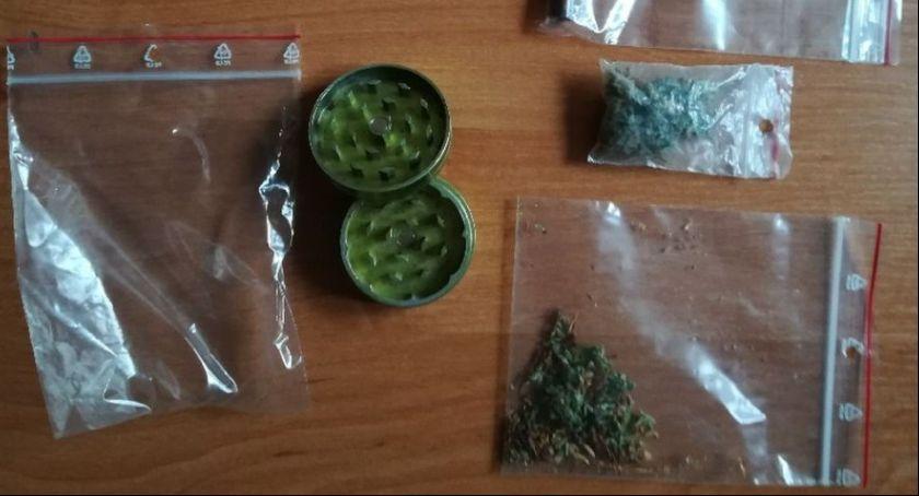 Akcje, Jechali awantury znaleźli narkotyki - zdjęcie, fotografia