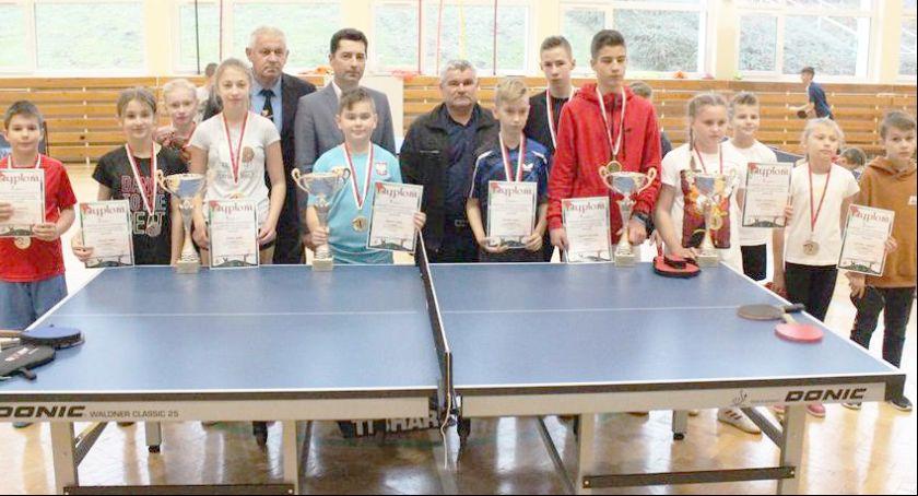 Tenis stołowy, Grali Puchar Burmistrza Prezesa Strażak - zdjęcie, fotografia