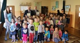Burmistrzowie czytali przedszkolakom