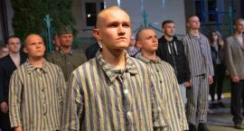 Rekonstrukcja aresztowania uczniów budowlanki przez Gestapo