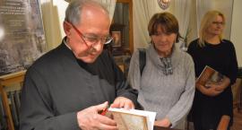 Zrekonstruował archiwum kolegium Jezuitów