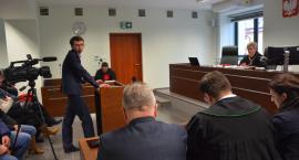 Dworak zeznawał w sądzie. Mieszkańcy wspierali wójta Ryznara