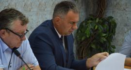 Radni uznali: wójt niewinny incydentom w gimbusie (WIDEO)