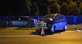 Czołowe zderzenie w Wiązownicy, dwie osoby trafiły do szpitala