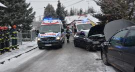 Dwie kobiety trafiły do szpitala po zderzeniu dwóch aut na Rybackiej