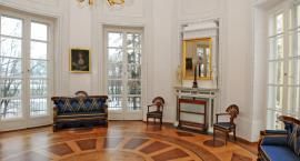 Konferencja prasowa poświęcona zakończeniu prac konserwatorskich mebli w Pałacu Dzieduszyckich w Zar