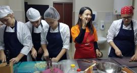 Uczyli się lepić pierogi i gotować barszcz