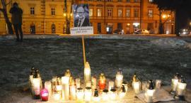 Światełko Pamięci dla Pawła Adamowicza na Rynku (ZDJĘCIA, WIDEO)