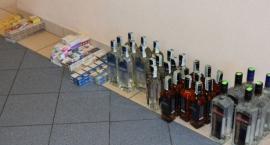 Nielegalne papierosy i alkohol trzymał w piwnicy i w aucie
