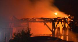Trwa dogaszanie pożaru stodoły w Szówsku
