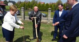 W Piwodzie posadzono dąb upamiętniający por. Jana Sochę (ZDJĘCIA, WIDEO)