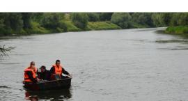 W Jarosławiu młoda kobieta weszła do Sanu i zniknęła pod wodą, trwają poszukiwania