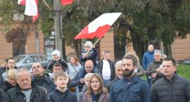 Mieszkańcy zaśpiewali na Rynku pieśni patriotyczne  (ZDJĘCIA, WIDEO)