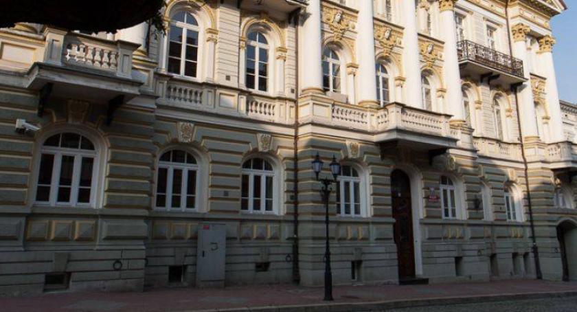 Kronika kryminalna, Łomża Stanęli przed sądem sprzedaż podróbek - zdjęcie, fotografia