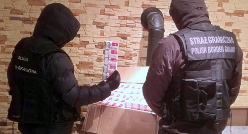 Kronika kryminalna, Funkcjonariusze Łomży przechwycili nielegalne papierosy [FOTO] - zdjęcie, fotografia