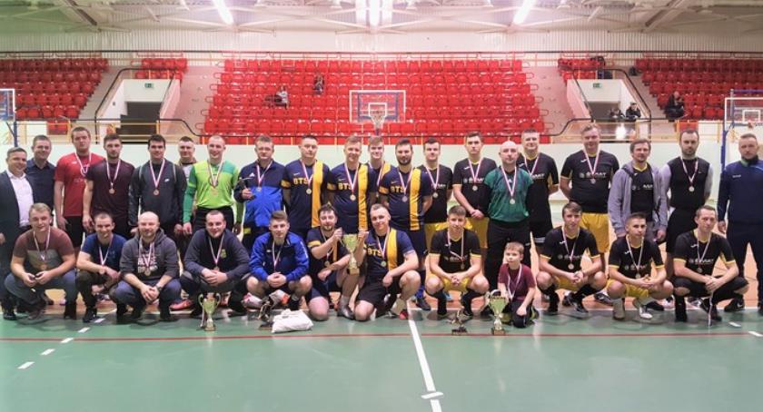 Piłka nożna, Szymańscy najlepszą drużyną Halowej Miejskiej Piłki Nożnej [FOTO] - zdjęcie, fotografia