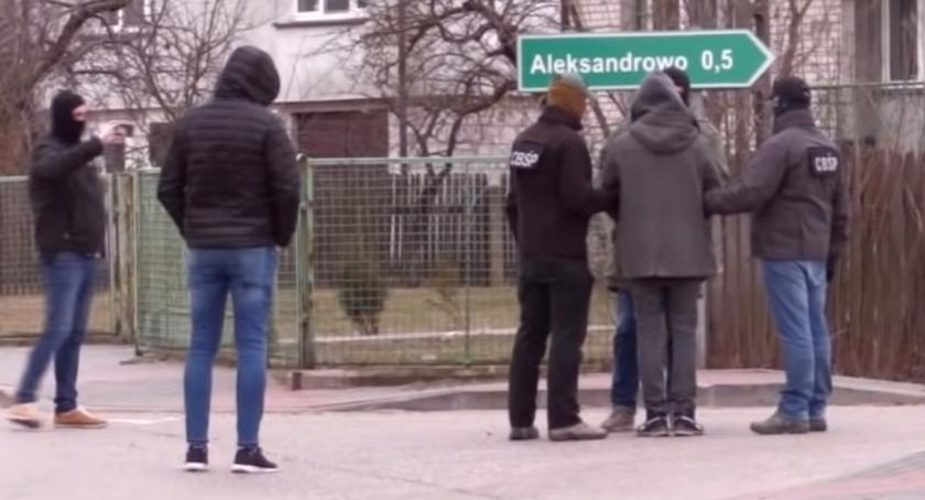 Kronika kryminalna, Areszt podejrzanych porwanie Amelki matki - zdjęcie, fotografia