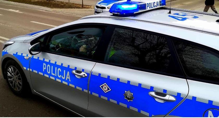 Kronika kryminalna, Policjant prowadził pijaku - zdjęcie, fotografia