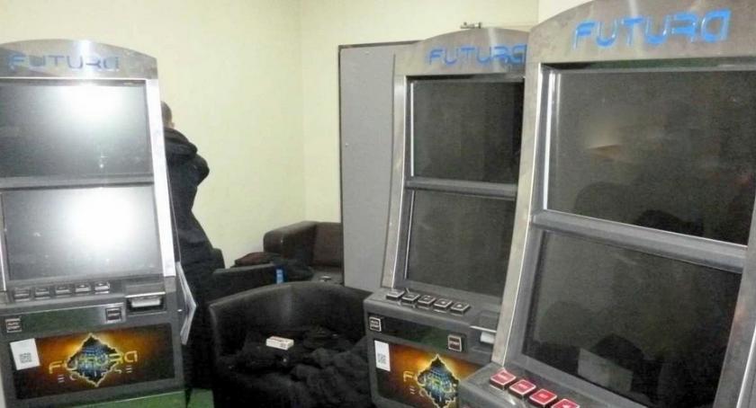 Kronika kryminalna, Łomża Sześć automatów hazardowych rękach [FOTO] - zdjęcie, fotografia