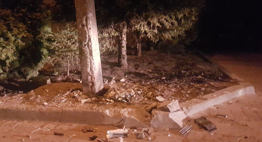Wypadki drogowe, skosił latarnię [FOTO] - zdjęcie, fotografia