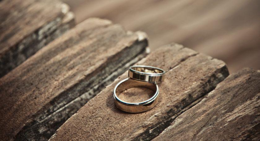 Ciekawostki, Obrączki ślubne rzeczy której warto oszczędzać - zdjęcie, fotografia