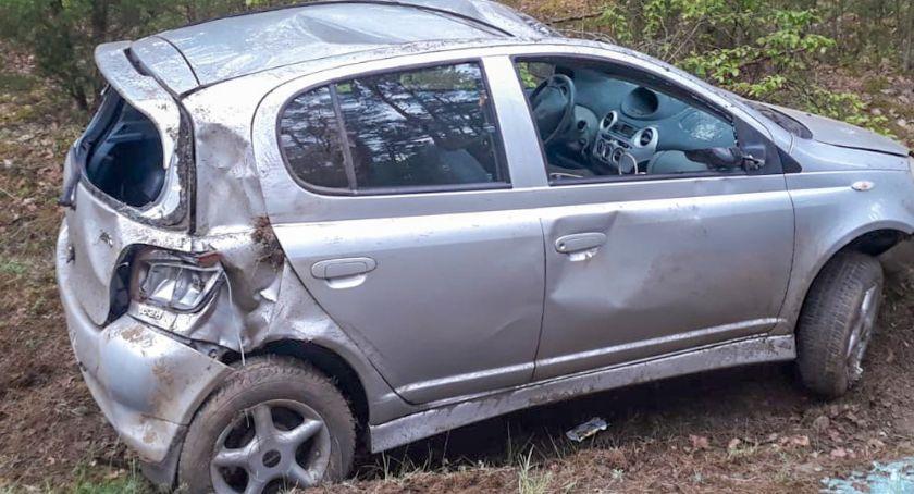 Wypadki drogowe, Dachowanie trasie Łomża Łyse [FOTO] - zdjęcie, fotografia