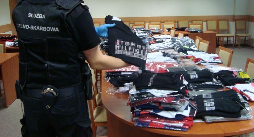 Kronika kryminalna, podróbek targowisku Nowogrodzie [FOTO] - zdjęcie, fotografia