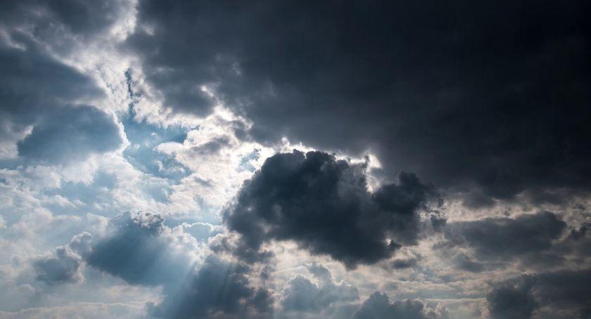 Ostrzeżenia meteo, Porywisty wiatr burze ostrzega - zdjęcie, fotografia