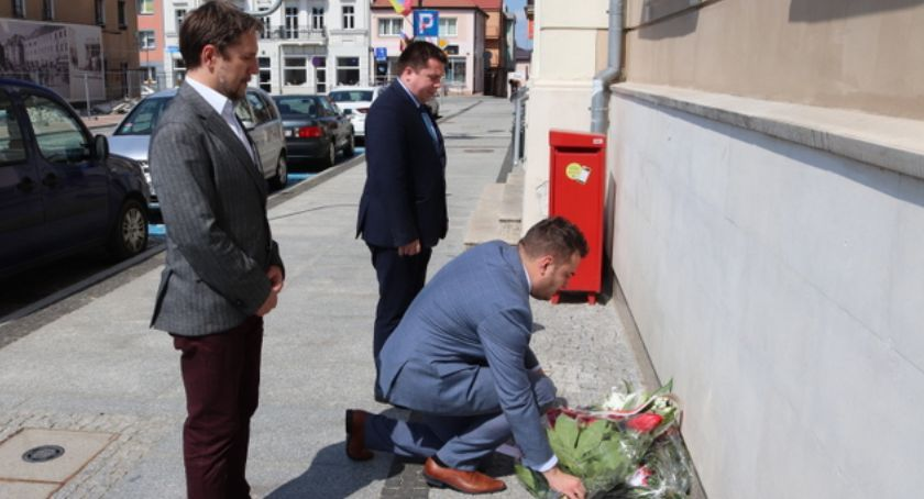 Prezydent Łomży, Władze miejskie uczciły demokracji - zdjęcie, fotografia