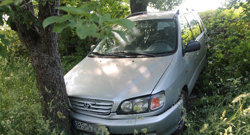 Wypadki drogowe, Toyota kolizji spadła nasypu [FOTO] - zdjęcie, fotografia