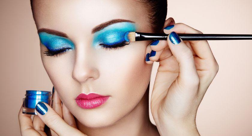 Zdrowie i uroda, Niebieski makijaż broń walce przemocą - zdjęcie, fotografia
