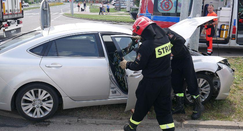 Wypadki drogowe, Wymuszenie pierwszeństwa kolizja skrzyżowaniu [FOTO] - zdjęcie, fotografia