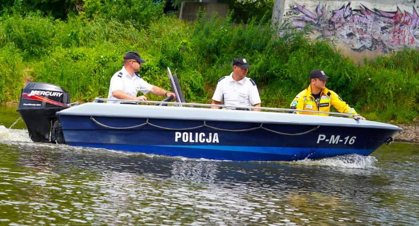 Komunikaty policji , Dbają bezpieczeństwo wodą [FOTO] - zdjęcie, fotografia