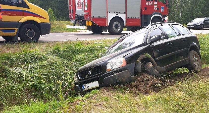 Wypadki drogowe, Volvo piątką dzieci wjechało [FOTO] - zdjęcie, fotografia