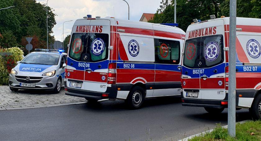 Wypadki drogowe, Polowa Kraksa przed przejściem pieszych osoby szpitalu [FOTO] - zdjęcie, fotografia
