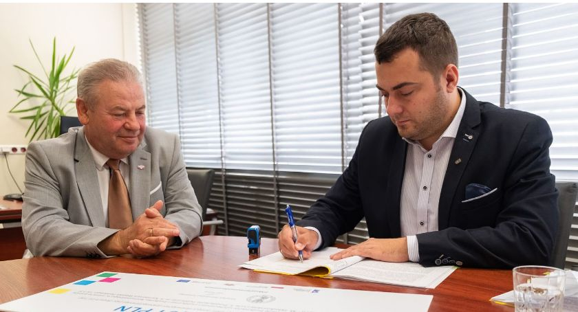 Sejmik i Zarząd Województwa Podlaskiego, Łomża budynki będą ocieplone energooszczędne jasne [FOTO] - zdjęcie, fotografia
