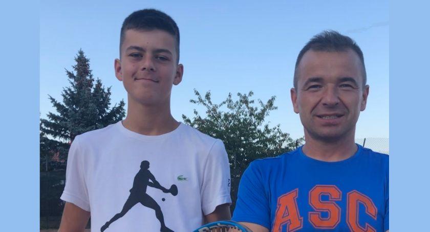 Tenis ziemny tenis stołowy badminton, Wiktor ponownie podium - zdjęcie, fotografia