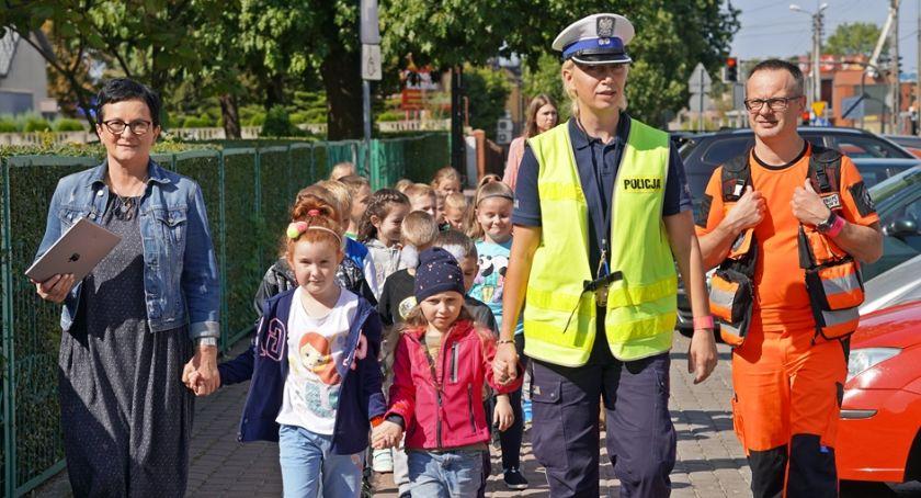 Komunikaty policji , Dzieci uczyły prawidłowego zachowania drodze [FOTO] - zdjęcie, fotografia