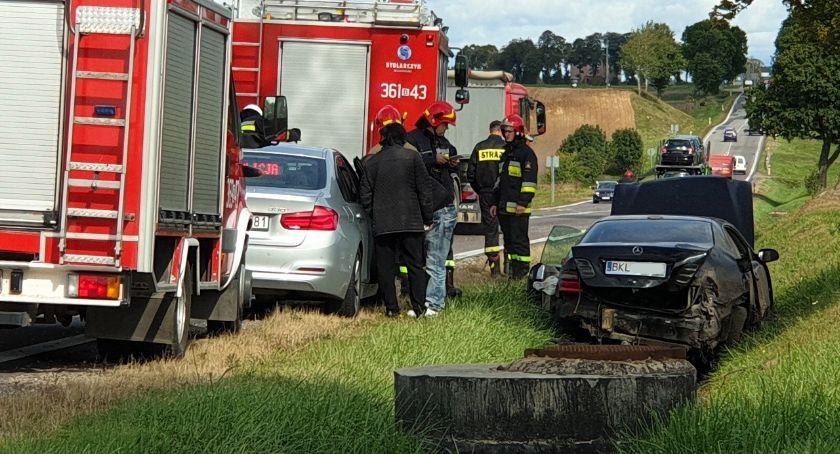 Wypadki drogowe, Mercedes wjechał - zdjęcie, fotografia