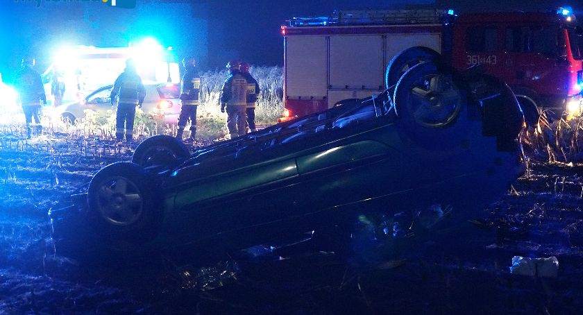 Wypadki drogowe, Dachowanie trasie Kupiski Jednaczewo osoby szpitalu! [FOTO] - zdjęcie, fotografia
